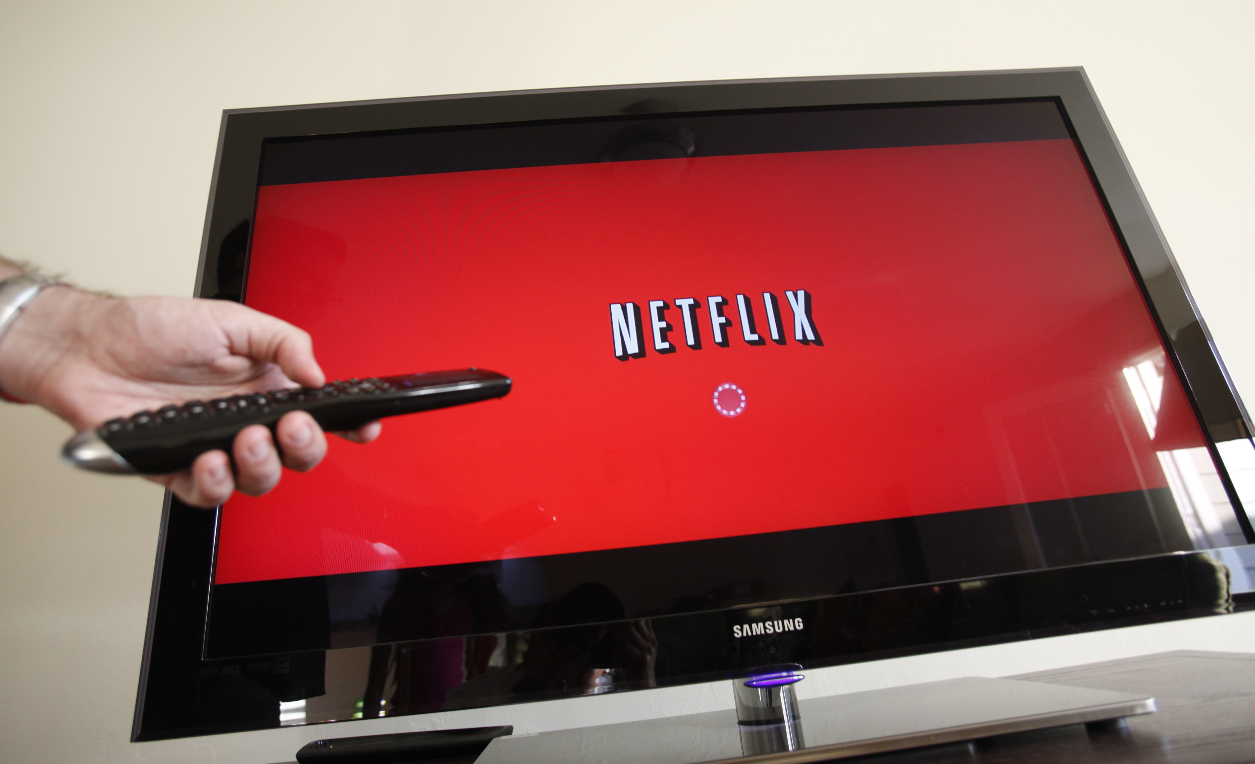 Fish tank kings netflix - File In This July 20 2010 File Photo A Person Uses Netflix In